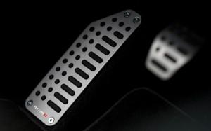 2013-Nissan-Juke-Nismo-peda